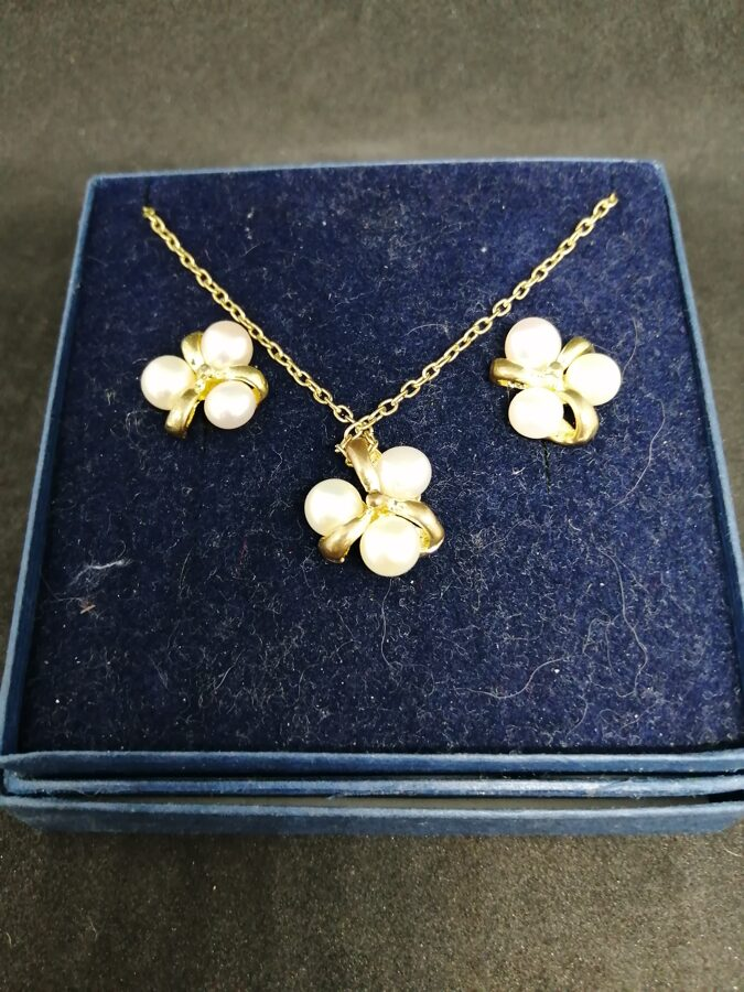 Faux Pearl And Yellow Metal Jewellery Set