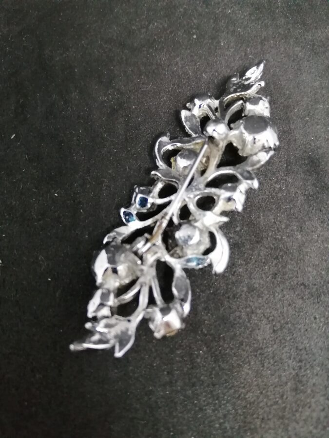 White Metal And Fake Pearl And Diamante Brooch